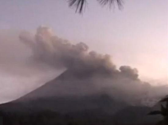 Вулкан на острове Ява начал убивать людей