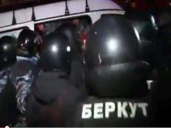 При разгоне Евромайдана пострадали десятки человек