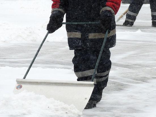 Коммунальщики рассказали, что таит в себе московский снег