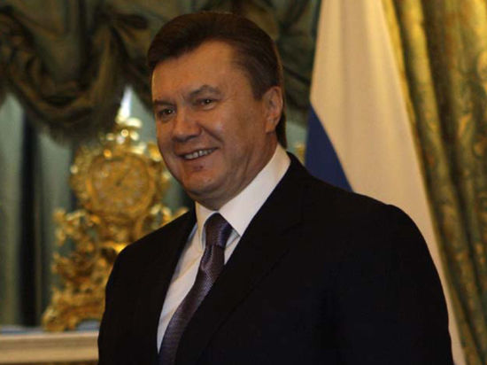 Янукович пролетел над оппозицией