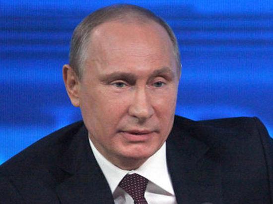 Президент России Владимир Путин в Сочи, где совсем скоро откроются зимние Олимпийские игры-2014, успевает, кажется, всё