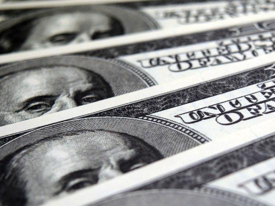 Россияне выбирают наличные доллары