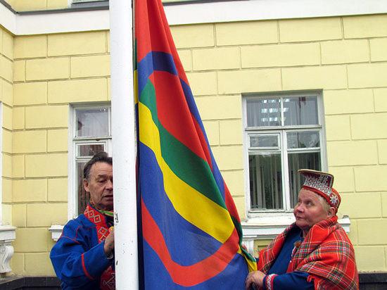 Поднятием национального флага дан старт многочисленным мероприятиям Международного дня саамов в Мурманской области