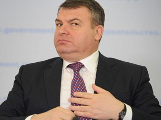 Военная прокуратура подвергла сомнению право Сердюкова на амнистию