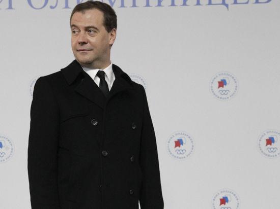 Почему доход Медведева в 2013 году снизился на 1,5 млн. рублей
