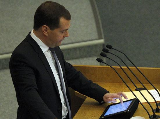 Медведев лишен игрушек. В правительстве России официально запретили гаджеты Apple