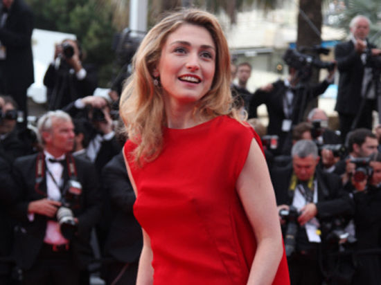 Предполагаемой любовнице Олланда не позволили стать членом жюри Академии искусств