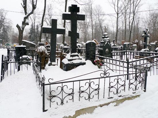 Предприимчивый гробовщик навязывал ритуальные услуги живым людям