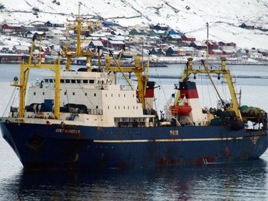 Задержанное российское рыболовное судно доставили в порт Дакара