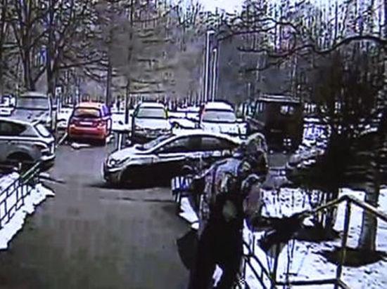 Водитель-частник ограбил пожилую клиентку