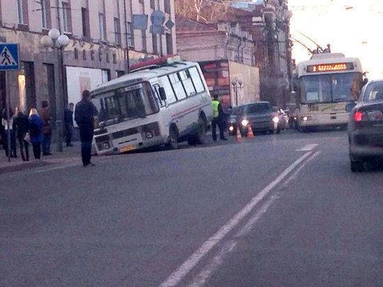 Пьяный приморец на Subaru протаранил школьный автобус