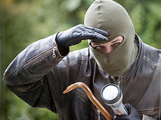 Грабители с бензопилой напали на столичное отделение