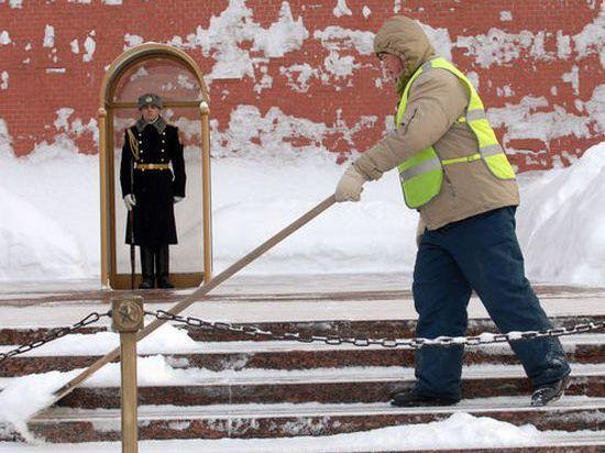 Московским дворникам за выпавший снег не доплатили