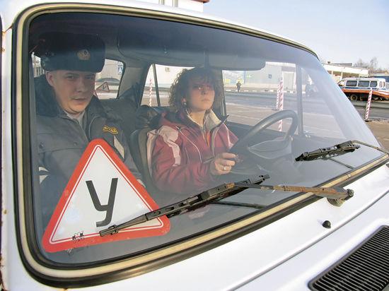 Почему учебные заведения для начинающих водителей оказались вне закона