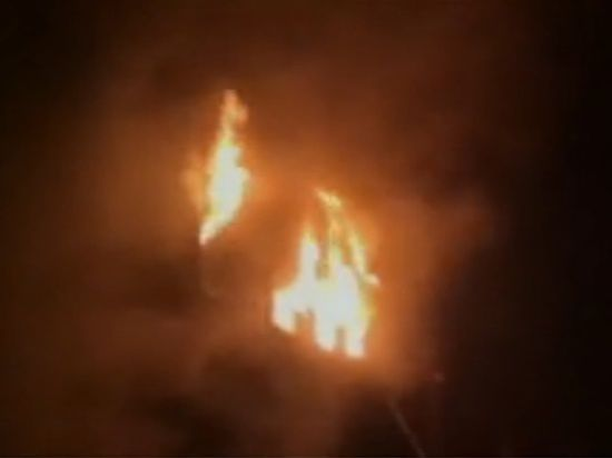 В Индии 26 человек заживо сгорели в поезде