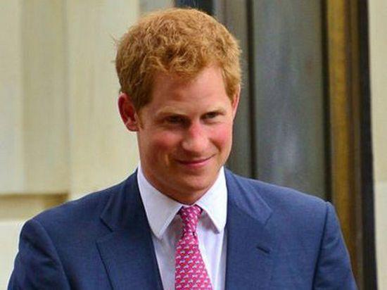 Королева Елизавета II потребовала, чтобы принц Гарри сбрил бороду - ей не нравится