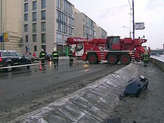 Машина упала в Москва-реку, водитель погиб
