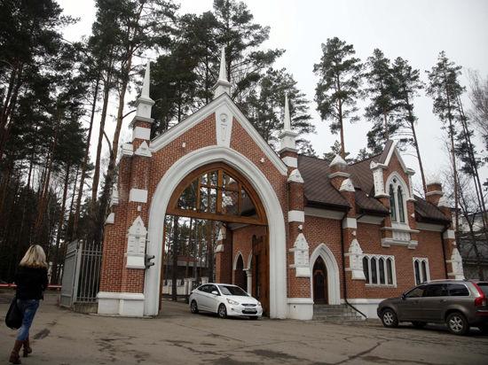Янукович забабахал салют в честь Путина и Крыма. Вздрогнула вся Барвиха