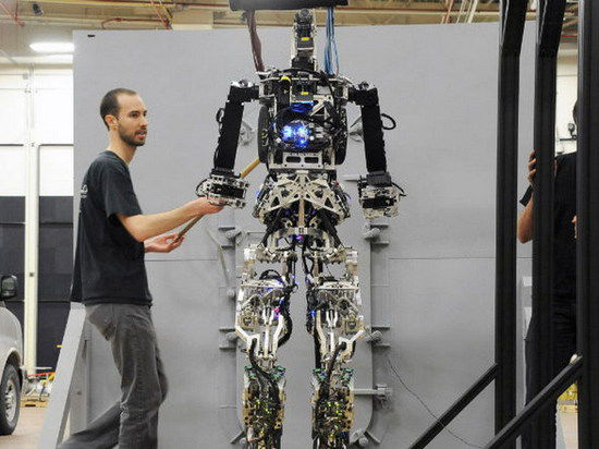 Робот-пожарный ВМС США сможет входить прямо в пекло