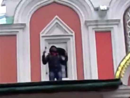 Мусульманскую молитву пытались заглушить звоном колоколов