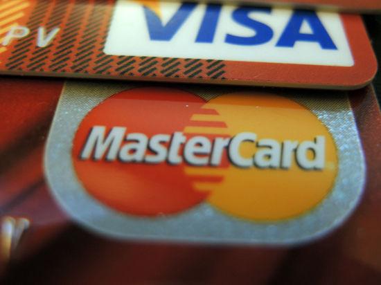 Пользоваться пластиковыми картами станет дороже