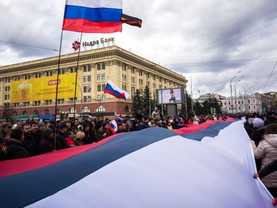 Харьков: у польского консульства подняли флаг РФ, Россию просят ввести миротворцев