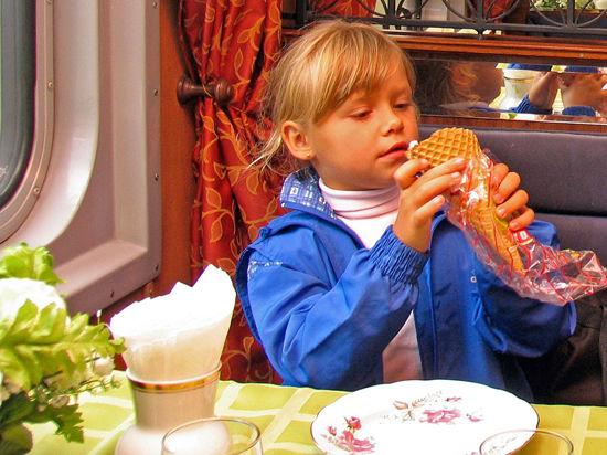 Дети смогут скоротать долгую дорогу в вагоне-ресторане