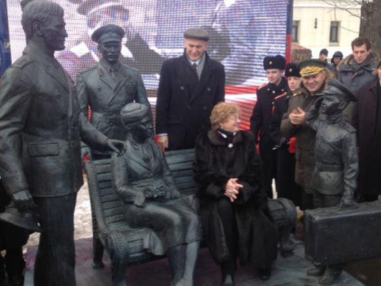"""На Фрунзенской набережной торжественно открыли памятник """"Офицерам"""""""
