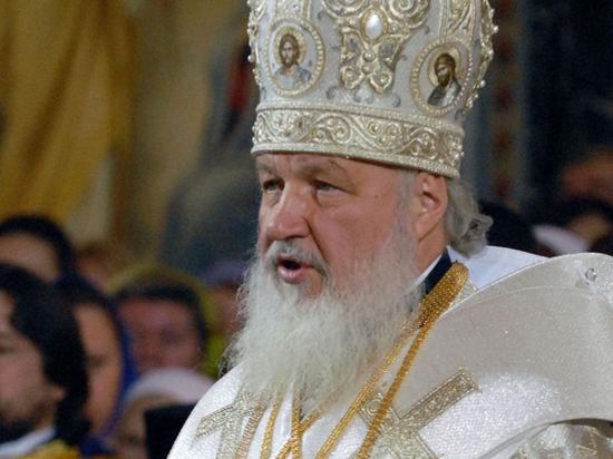 В честь Патриарха Кирилла в небо выпустят пять голубей