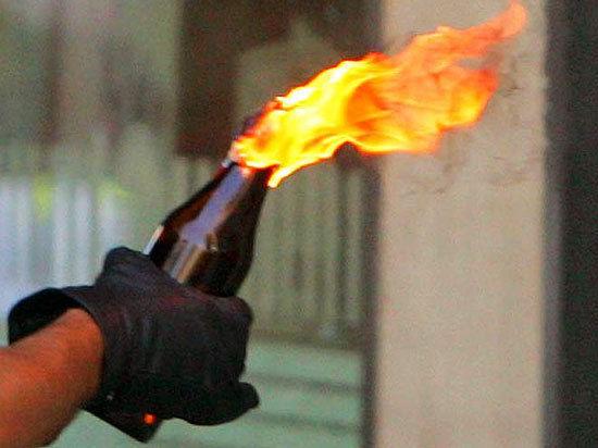 В Калининском районе Челябинска в воскресенье, 20 апреля, неизвестные подожгли здание прокуратуры.