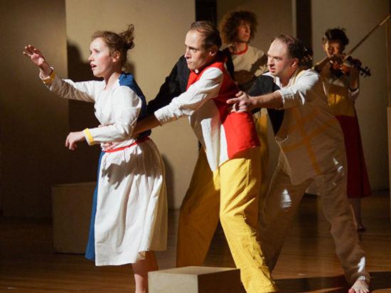 Театральная студия «Круг II» открыла зрителям чувства, скрытые между нот