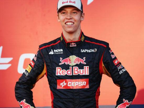 Росберг выиграл стартовый этап «Формулы-1», россиянин Квят в очковой зоне