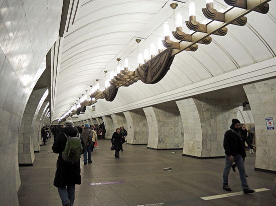Мигрантов начнут агитировать в метро