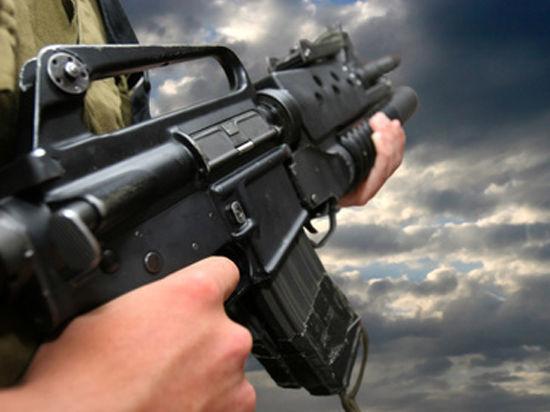 Он обратил внимание на оружие, из которого велась стрельба