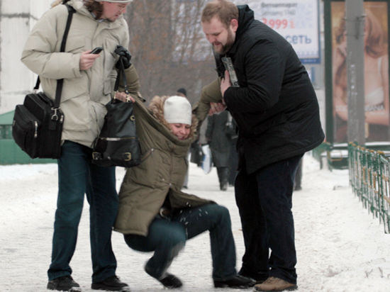 В московских травмпунктах очереди из пациентов из-за гололеда