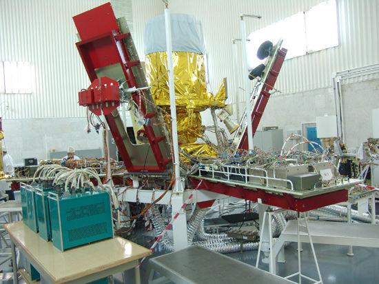 Российские технологии: собрать корпус спутника за 4 минуты