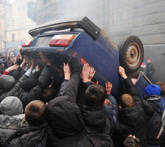 В Киев не пускают подкрепление