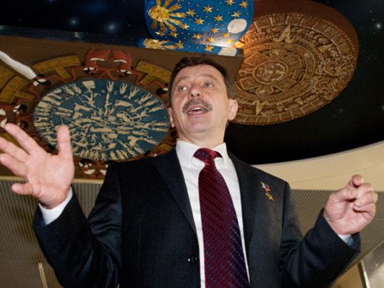 Подноготную конфликта объясняет уволенный руководитель, летчик-космонавт Александр Лазуткин