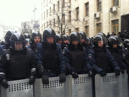 Евромайдан вооружается лопатами: