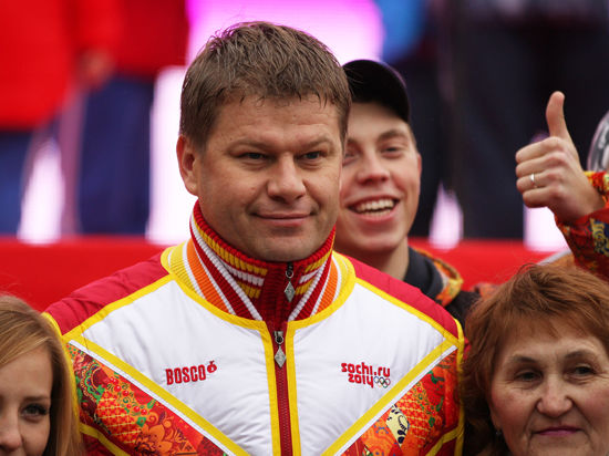 Бывший тренер сборной России по биатлону плюнул в лицо известному комментатору Дмитрию Губерниеву