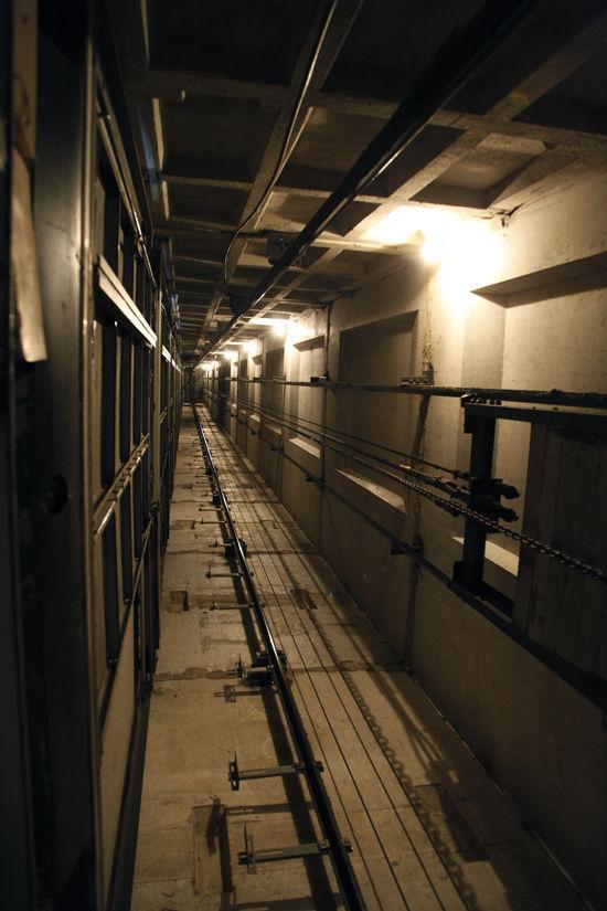 В Москве в жилом доме упал лифт