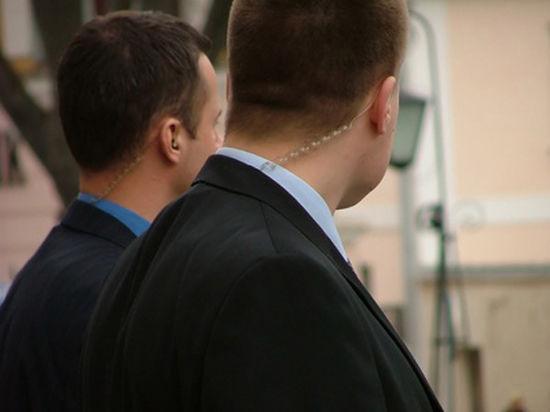 После стрельбы в школе охранникам стали мерещиться террористы даже в коллегах