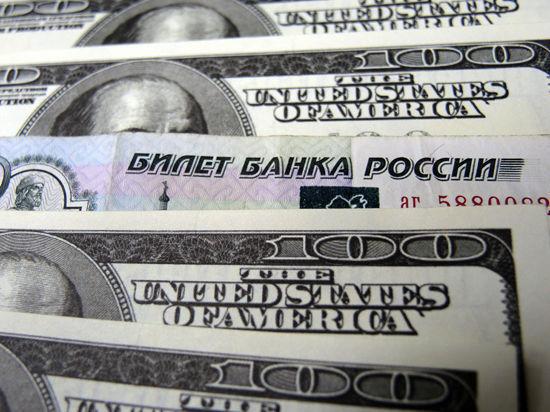 Рубль упал, напуганный Украиной и Минфином