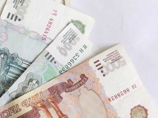 В Крым уже привезли новенькие российские деньги