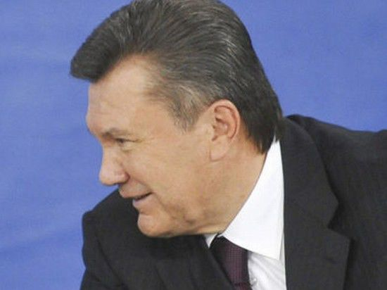 """Янукович отдался """"очень сильной России"""""""