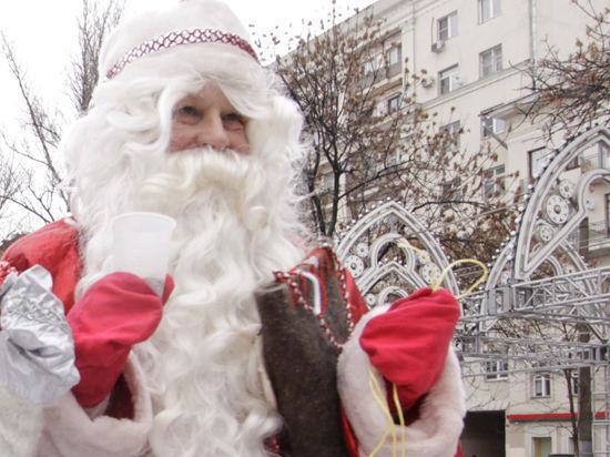 Волшебник за решеткой: Деда Мороза «защитили» от детей