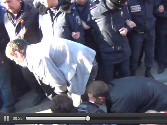 Протестующие в Харькове разогнали митинг Евромайдана