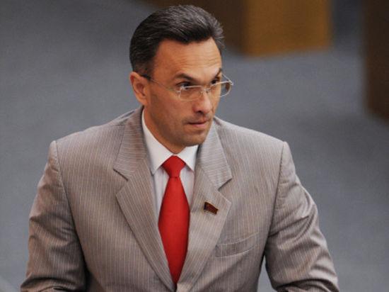 Депутату Бессонову «удвоили» обвинение: бил полицейского не раз