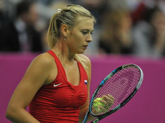 Шарапова вернулась из журналистки в теннис
