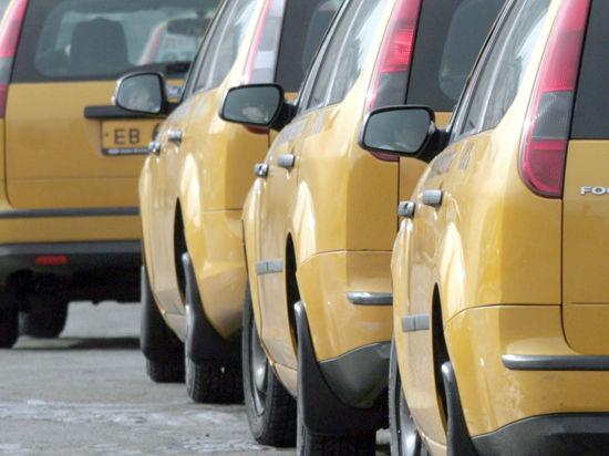 Таксисты будут ждать пассажиров в аэропортах на особой линии